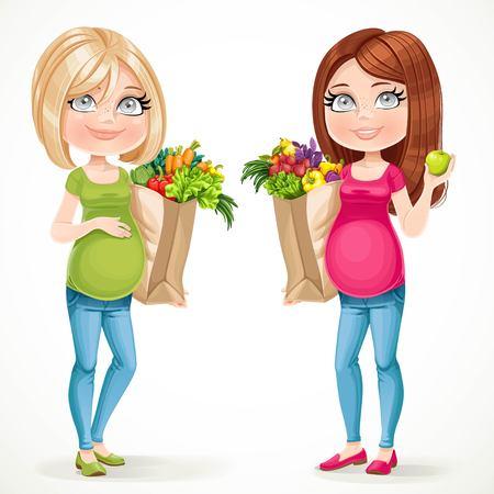 Twee schattige zwangere vrouwen blond en brunette in groen en roze met papieren zakken verse groenten en fruit op een witte achtergrond