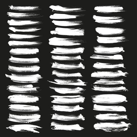 Estratto pennello gesso grande set. Chalk pennelli grunge. Grunge illustratore pennello bianco su sfondo nero