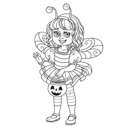 과자 호박 가방을 들고 꿀벌 의상을 입은 귀여운 소녀는 페이지를 채색하는 것에 대해 설명
