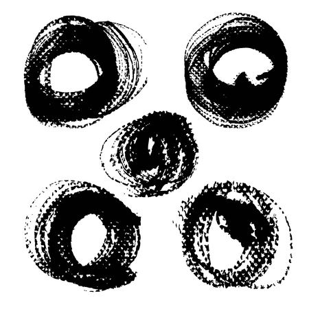 Round black ink textured strokes isolated on a white background Banque d'images - 124633192