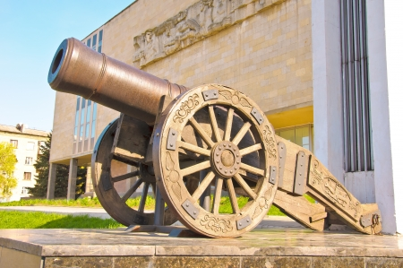gunnery: Old Russian smoothbore cannon  of 1814, a hybrid between the howitzers and guns