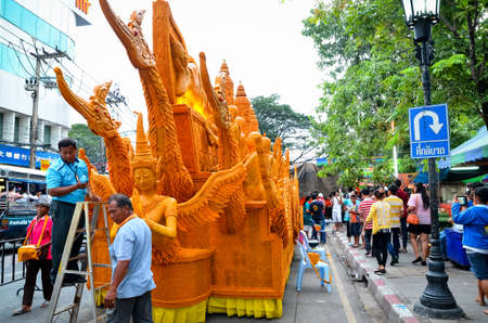 jurado: NAKHONRATCHASIMA, THAILAND - JURY 22, 2013: Candle Festival The annual Festival of Nakhon Ratchasima, Thailand. Editorial
