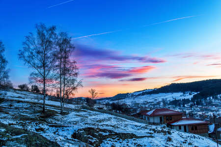 paysage hiver: beau paysage d'hiver dans les montagnes