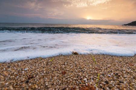 Scenic view of beautiful sunset above the sea. 版權商用圖片 - 124747334