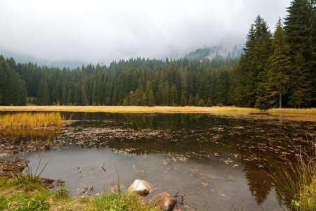 Smolyan lakes in Bulgaria during autumn. Banco de Imagens
