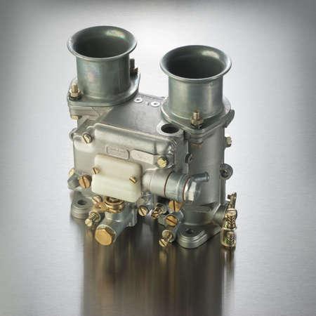 alto rendimiento: Carburador italiano utilizado en autom�viles deportivos de alto rendimiento Foto de archivo