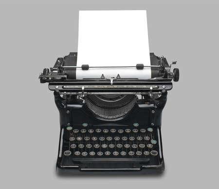 typewriter: old fashioned vintage m�quina de escribir con una hoja de papel en blanco  Foto de archivo
