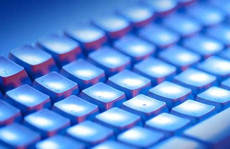 Computer-Tastatur mit Beleuchtung Blau und orange Standard-Bild - 7976670