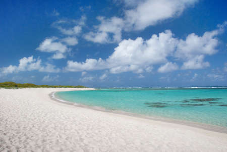 cancun: Turquoise water, sand and sky