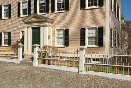 colonial house: Entrance to colonial house in Salem, Massachusetts, USA