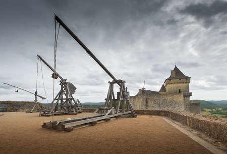 siege: Trebuchets (siege warfare). Castle of Castelnaud, Dordogne (Perigord), Aquitaine, France