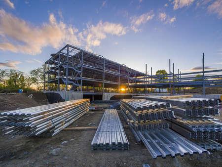 andamios: Obras de construcci�n de edificios comerciales Foto de archivo