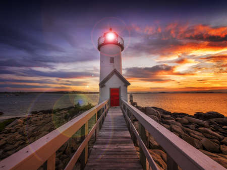 Annisquam Leuchtturm bei Sonnenuntergang vor der Küste von Gloucester, MA USA Standard-Bild - 21936122