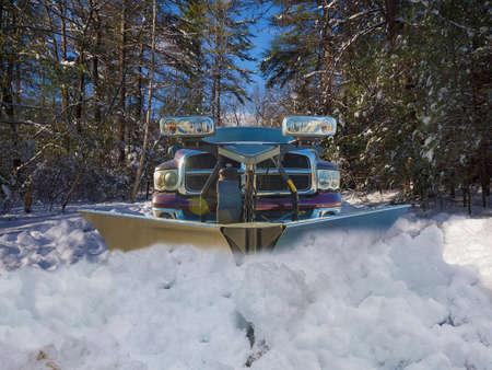 눈이 내리는 트럭