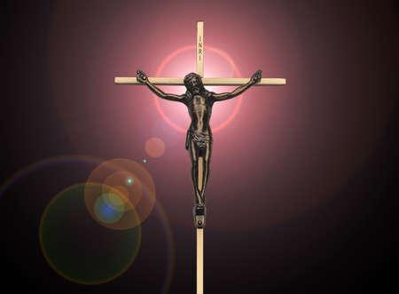 Jezus: Jezus Chrystus na krzyżu pasją na czarnym z różowym flesza Zdjęcie Seryjne