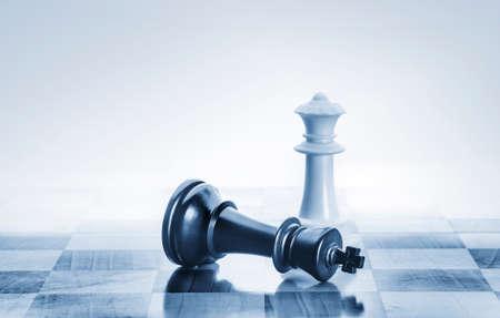 ajedrez: Rey del ajedrez ca�do como una met�fora de la ca�da del poder