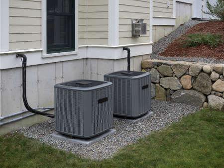 使用し家に暖房とエアコンのインバーター 写真素材 - 90295436