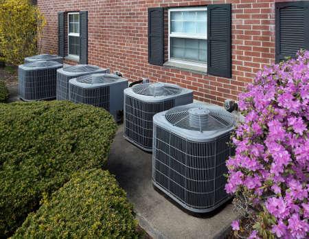 Hoogrenderende moderne AC-verwarmingseenheden, energiebesparende oplossing horizontaal Stockfoto - 100804333