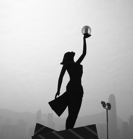oneness: Silhouette donna sollevare la mano