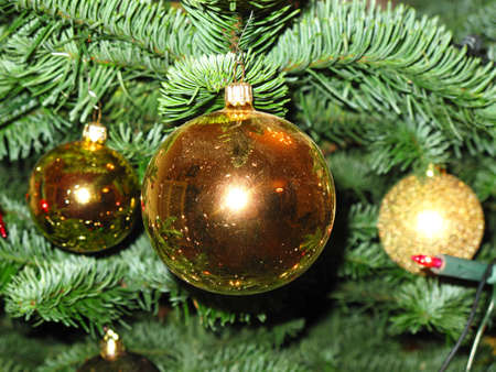 세 금 유리 장식 크리스마스 전통