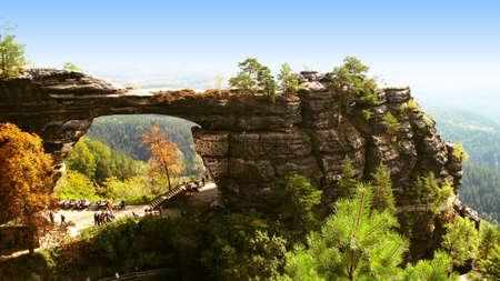 czech switzerland: roccia arco di un monumento nel parco nazionale Svizzera Ceca Archivio Fotografico