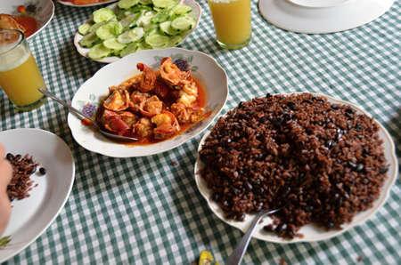 comidas: una variedad de comida t�pica cubana en la mesa