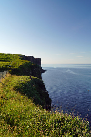 Scotland is full of beautiful landscapes where ever you look. The beauty of nature is hard to put into words.Creag an Fheilidh (kilt rock) is a beautiful viewpoint at Staffin with a waterfall into the sea. Stockfoto