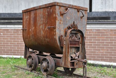 Mine wagon pushers