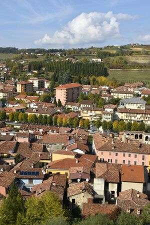 A view of Dogliani from a terrace, famous for Dolcetto wine Imagens - 136380203