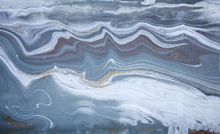 Marmo acrilico astratto. Struttura di marmorizzazione blu della natura della natura. Glitter oro.