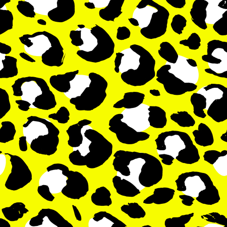 Vector illustration leopard print seamless pattern. Yellow hand drawn background Ilustracje wektorowe