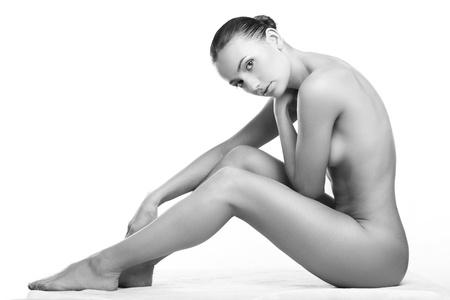 corps femme nue: belle femme nue avec une peau parfaite sur un fond blanc Banque d'images