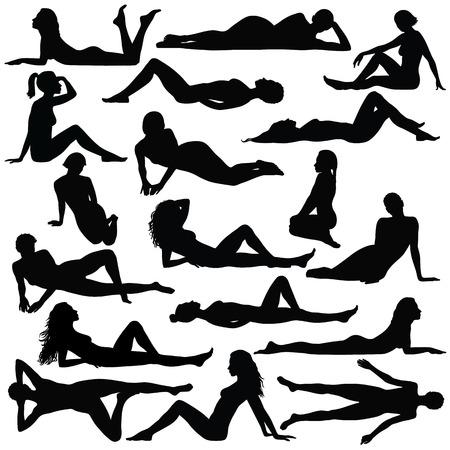 Czarna sylwetka pięknej kobiety w bikini siedzi i układania. Ilustracje wektorowe