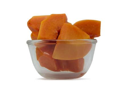 carotenoid: papaya rebanada en un peque�o vaso de vidrio