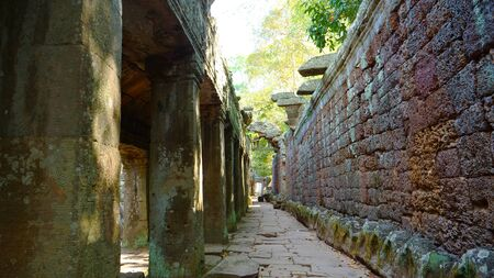 Stone rock ancient corridor at Banteay Kdei, part of the Angkor wat complex in Siem Reap, Cambodia Stock fotó