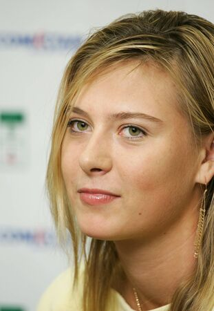 defendre: Moscow, Russia - october 14,2005 - Russias Maria Sharapova in the quarterfinal game of the Kremlin Cup tennis tournament on October 14, 2005 in Moscow.