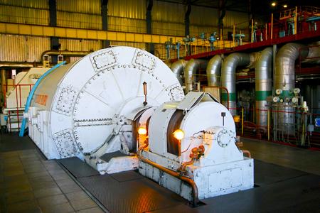 turbina: sala de máquinas de la central eléctrica Foto de archivo