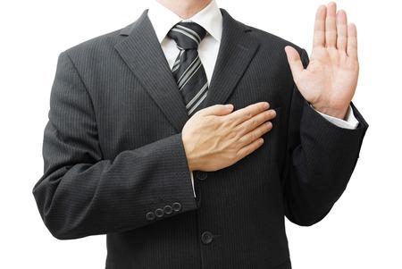 honestidad: Hombre de negocios tomando juramento