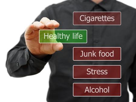 malos habitos: Hombre Elegir opción de vida saludable