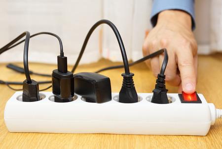 COnomies d'énergie avec d'éteindre les appareils électriques Banque d'images - 32459250