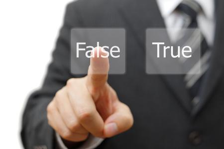 falso: empresario seleccione el botón virtual con falsa palabra en lugar verdadero