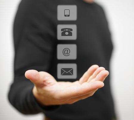 Jonge mannelijke tonende contact en ondersteuning iconen Stockfoto