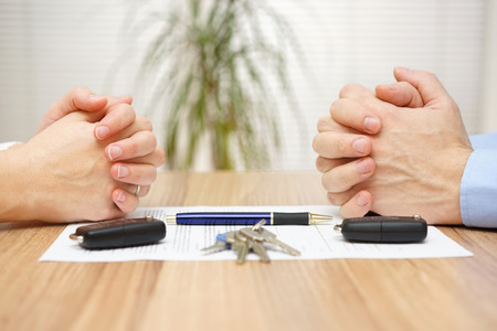 divorce: Acuerdo de divorcio. Esposa y marido no puede hacer la liquidación Foto de archivo