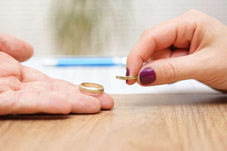 husband and wife are giving  wedding rings back, break up concept Standard-Bild