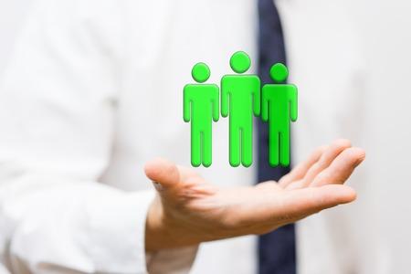 zakenman houdt virtuele wining team, personeel en human resources-concept Stockfoto