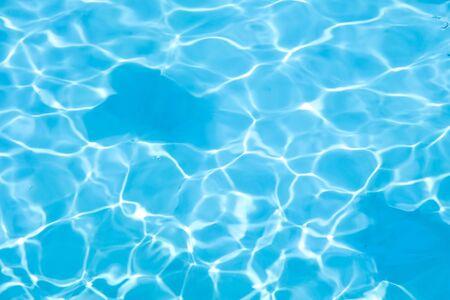 Blauw water op zwembadachtergrond
