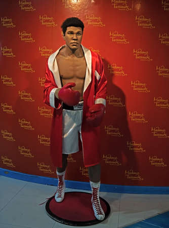 BANGKOK, THAILAND - February 13, 2018 : Wax statue of Muhammad Ali from Madame Tussauds Exhibited at Siam Paragon Shopping Mall. 報道画像