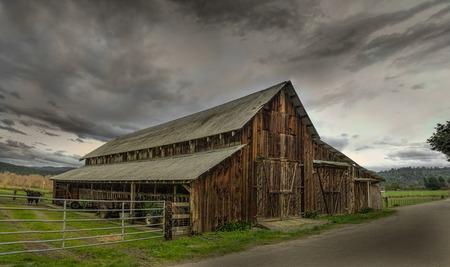 rancho: Un viejo granero, Panorámica Color, EE.UU. Foto de archivo