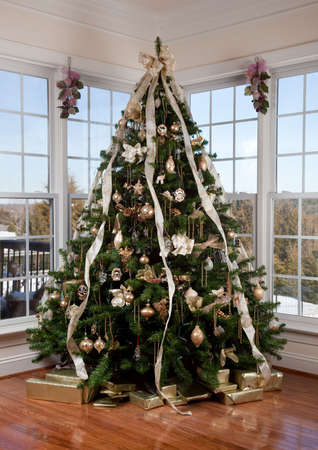 Beautifully decorated xmas tree in the corner of a large luxuus family room Stock Photo - 6132613