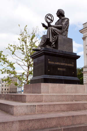 Statue of astromoner Copernicus in Warsaw Poland in front of Academy of Science Imagens - 7300082